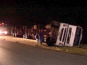 O acidente ocorreu na MT-358, na noite desta terça-feira (10) (Foto: Reprodução/TVCA)