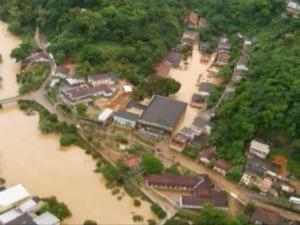 Rio Santa Maria encheu e alagou Santa Leopoldina. (Foto: Divulgação/Governo do ES)