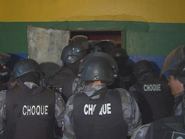 Rebelião na Funase do Cabo (Foto: Reprodução/TV Globo)