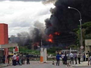 Internauta fotografou as chamas (Foto: Eduardo Bergamo/VC no G1)