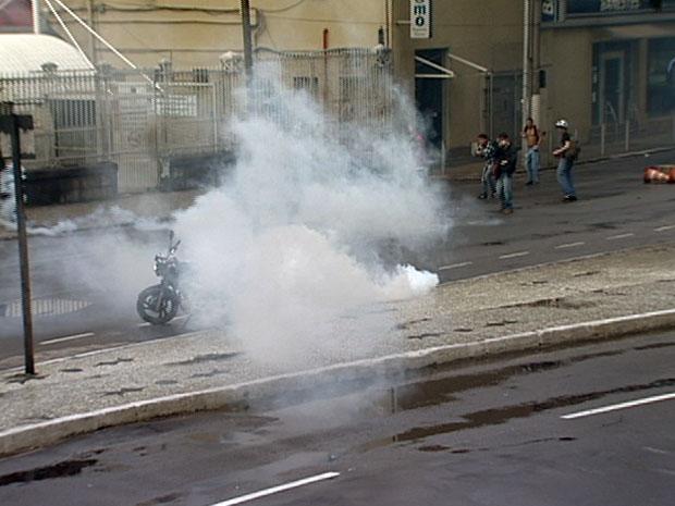 Estudantes protestam no Centro de Vitória. (Foto: Reprodução / TV Gazeta)