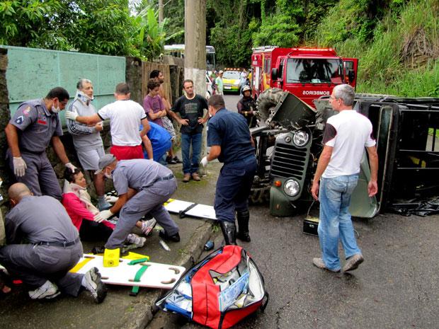 Turistas são atendidos após acidente em Ilhabela (Foto: Caio Gomes/Arquivo pessoal)