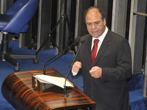 O ministro Fernando Bezerra fala à comissão representativa do Congresso Nacional (Foto: José Cruz  / Agência Brasil)