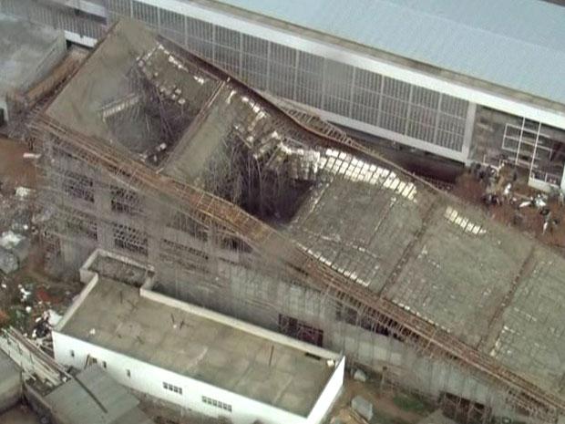 Parte de prédio desabou (Foto: Reprodução/TV Globo)
