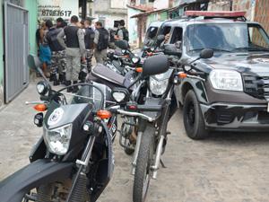 Carro roubado é apreendido em João Pessoa (Foto: Walter Paparazzo/G1)