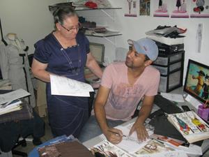 Jonhson Cavalcanti, que traz o design de moda festa em experiências anteriores (Foto: Anay Cury/G1)
