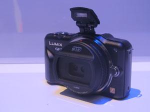 Máquina fotográfica é compatível com lentes 3D (Foto: Gustavo Petró/G1)