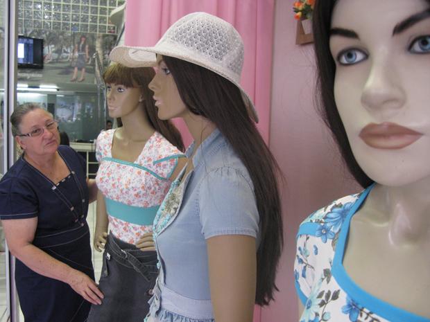 Ivove Gonçalves é dona da Raje, uma das mais antigas confecções de moda evangélica em São Paulo (Foto: Anay Cury/G1)