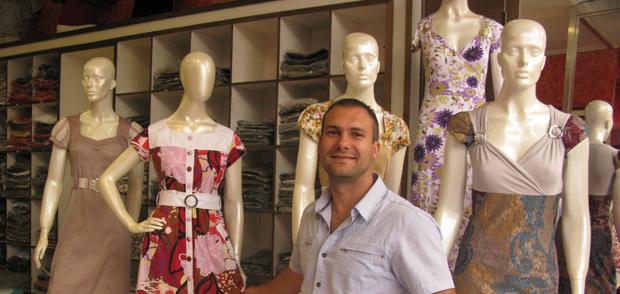 Fabrício Pais, diretor da Kauly Moda Evangélica, que, no início, vendia apenas 'modinha' (Foto: Anay Cury/G1)