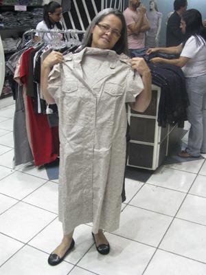 Maria Aparecida Gusmão da Silva só compra suas roupas em lojas especializadas em moda evangélica (Foto: Anay Cury/G1)
