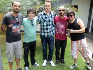 Marca do grupo é a irreverência nas canções (Foto: Anna Lúcia/G1)