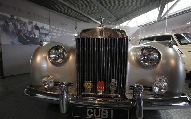 Este Rolls Royce Silver Cloud II participou do filme '007 na mira dos assassinos' (Foto: Alastair Grant/AP)