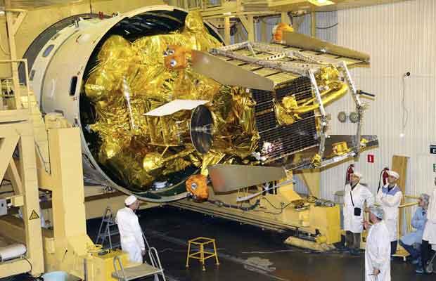 A Phobos-Grunt em 2 de novembro de 2011, antes do lançamento, em Baikonur, no Cazaquistão (Foto: AP)