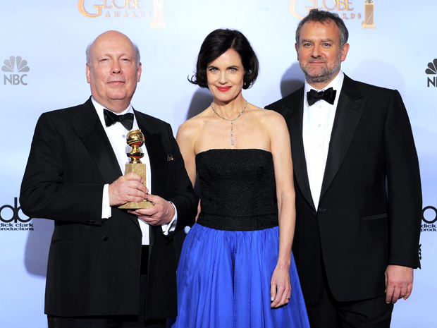 Julian Fellows, Elizabeth McGovern e Hugh Bonneville, vencedores pela minissérie 'Dowton Abbey' (Foto: AP)