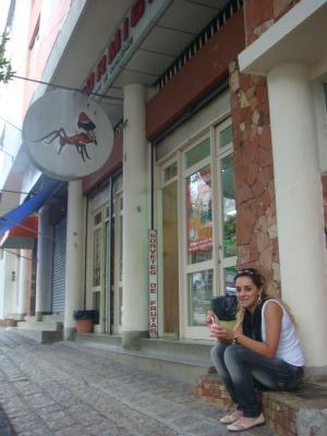 Tâmara lembra da infância tomando sorvete na escadinha d'A Formiga (Foto: Ariane Ducati/G1 PR)