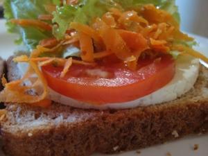 Sanduíche integral é uma opção para refeição antes da balada. (Foto: Jairo Gonçalves/G1)