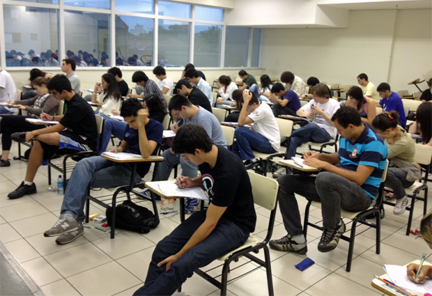 Candidatos fazem a última prova do vestibular da Unicamp em São Paulo (Foto: Ana Carolina Moreno/G1)