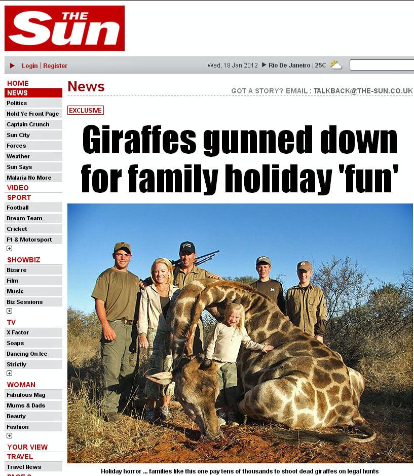 """Imagem do """"The Sun"""" mostra família europeia posando ao lado de girafa que foi caçada e morta em safári na África. Segundo reportagem, a caçada chega a custa quase R$ 30 mil (Foto: Reprodução)"""