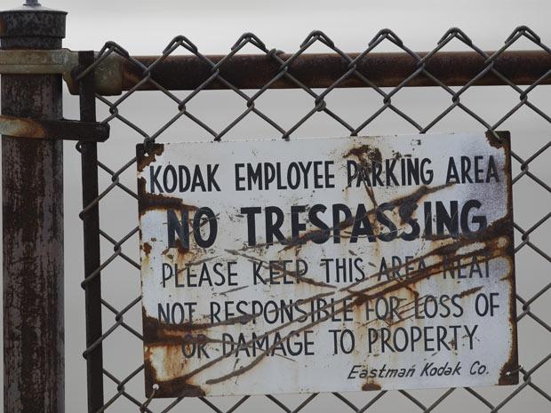 Foto de 6 de janeiro mostra um dos muitos estacionamentos para funcionários da Kodak que estão vazios em Rochester, N.Y. (Foto: AP Photo)