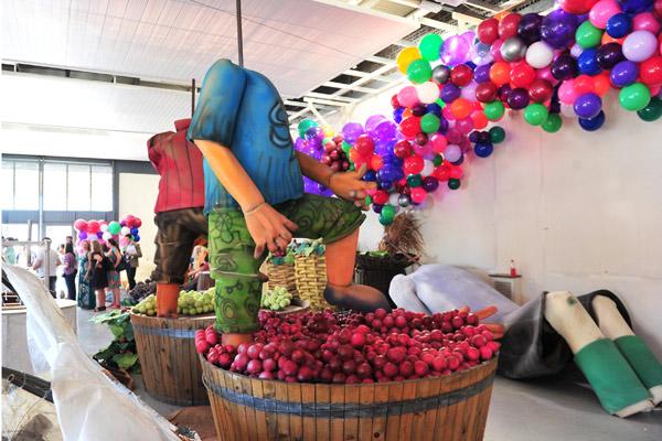 Alegorias para o desfile na festa da Uva estão sendo preparadas 600x400 (Foto: divulgação/Luiz Chaves)