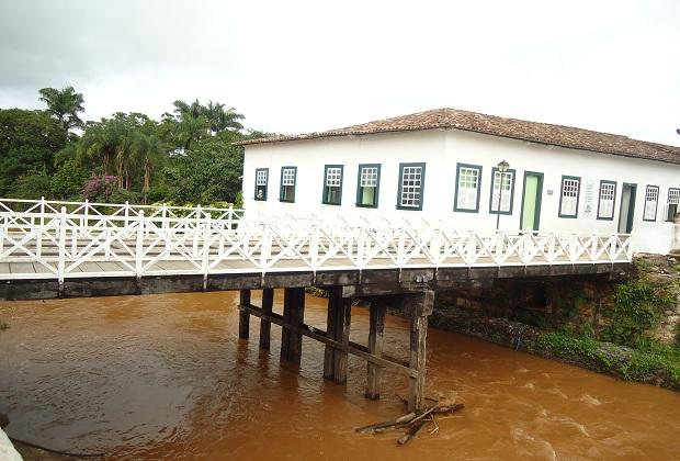 Conhecida como Casa Velha da Ponte, local recebe cerca de 25 mil turistas.  (Foto: Carolina Simiema)