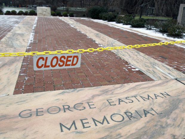 Imagem registrada em 5 de janeiro deste ano mostra o memorial George Eastman, onde estão as cinzas do fundador da Kodak.  (Foto: AP Photo)
