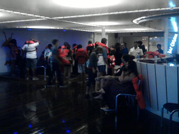 Turistas relatam problema em navio, em Vitória (Foto: Marcelo de Souza/ VC no ESTV)