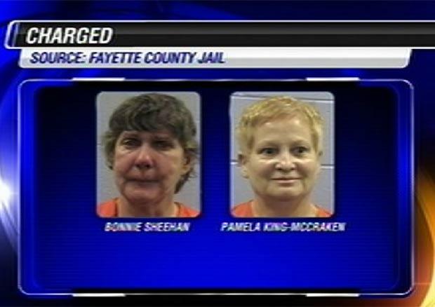 Bonnie Sheehan e Pamela King-McCracken foram detidas por crueldade contra os animais. (Foto: Reprodução)