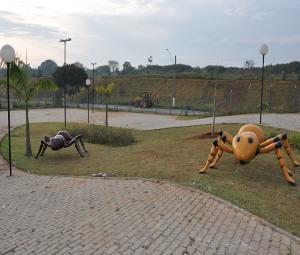 Insetos gigantes também são atração da Praça dos Exageros em Itu,SP (Foto: Divulgação)