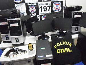 Computadores foram encontrados com os ladrões (Foto: divulgação/ Polícia Civil)