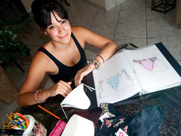 """A estilista Beatriz Rouce, 21 anos, criadora das """"cuelcinhas"""". (Foto: Flavio Moraes)"""