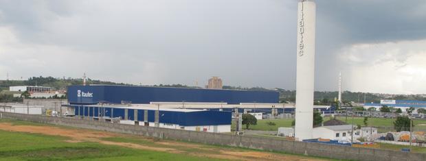 Em Jundiaí, unidade da Itautec inaugurou em uma linha de produção de tablets em dezembro de 2011 (Foto: Renato Jakitas/G1)