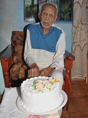 Sebastião Antunes da Silva, 111 anos, pediu a presença de três filhos como presente de aniversário (Foto: Leoni Hofmann/Arquivo Pessoal)