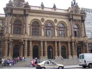 O Theatro Municipal sediou a Semana de Arte Moderna (Foto: Clara Velasco/G1)