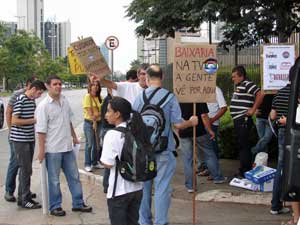 protesto contra globo são paulo (Foto: Fabiano Correia/G1)