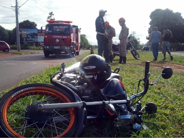 Acidente foi na avenida Guaicurus, em Campo Grande (Foto: Tatiane Queiroz/ G1 MS)