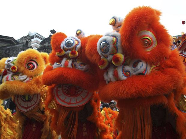 Ano Novo chinês é comemorado na virada do dia 23 de janeiro (Foto: Romeo Ranoco/Reuters)