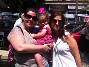 As irmãs Ana e Mônica Rosenblatt, também levaram a pequena Marina (Foto: Thamine Leta / G1)