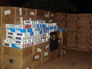 DOF apreende 270 caixas de cigarros contrabandeados em MS (Foto: Divulgação/DOF)