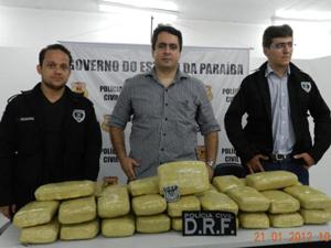 Maconha estava prensada dentro da casa do suspeito (Foto: Divulgação/Polícia Civil de Campina Grande)