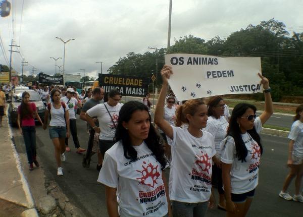 Manifestação ocorreu neste domingo (22). (Foto: Girlene Medeiros/G1 AM)