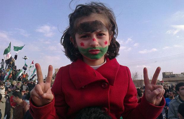 Criança participa de protesto contra o presidente sírio, Bashar al-Assad, em Amude, na Síria (Foto: Reuters)