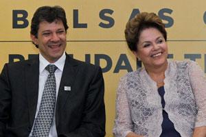 A presidente Dilma Rousseff e o ministro Fernando Haddad na solenidade que marcou a concessão de 1 milhão de bolsas pelo Prouni (Foto: Roberto Stuckert / Presidência)