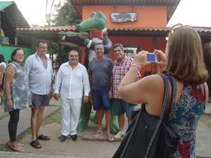 Hoje, Jurandy do Sax é celebridade na Praia do Jacaré (Foto: Krystine Carneiro/G1)