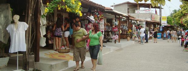 Praia do Jacaré tem lojinhas com produtos típicos da Paraíba (Foto: Krystine Carneiro/G1)