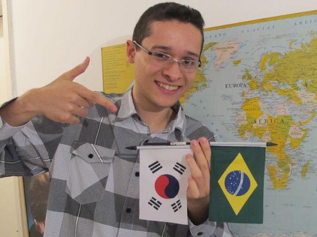 Leonardo Saturnino Ferreira, de 21 anos, vai estudar na Coreia do Sul (Foto: Vanessa Fajardo/ G1)