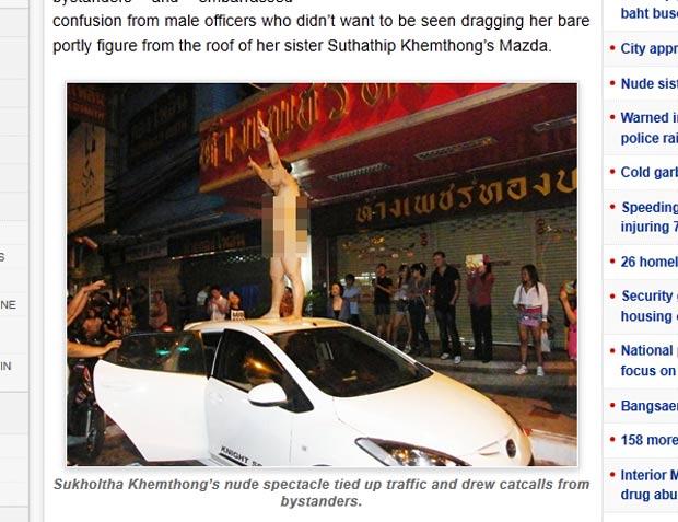 Mulher tirou a roupa e subiu nua em cima do carro para evitar prisão da irmã. (Foto: Reprodução)