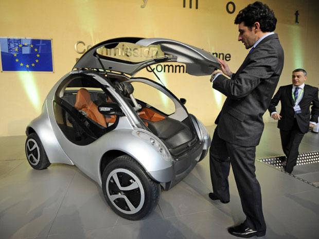 carro elétrico comissão europeia hiriko (Foto: Dirk Waem/AFP)