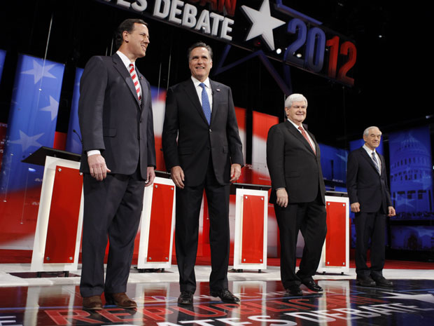 Pré-candidatos republicanos Santorum, Romney, Gingrich e Paul debatem nos EUA (Foto: Chip Somodevilla / Getty Images North America / AFP)