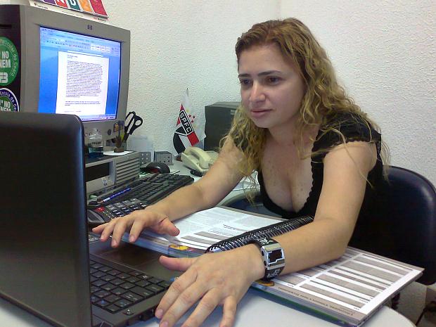 Como trabalha, Nágela aproveitava cada momento livre para estudar. (Foto: Arquivo pessoal)